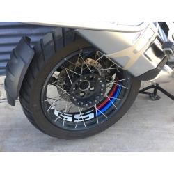 """Samolepky """"GS"""" na přední a zadní kolo pro R1250GS Adventure, R1200GS Adventure LC 2014-2018, černo-červené-modré"""