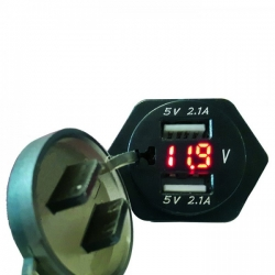 Adapter z 12V na 2xUSB do mini zásuvky (2100mA) s ukazatelem napětí baterie