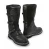 NOVINKA PRO ROK 2021. Celoroční kožená obuv kombinující všechny nejlepší vlastnosti cestovních bot a bot pro jízdu v terénu. Robustní a pevná, přesto pohodlná. Díky membráněGORE-TEX®je prodyšná, ale nepromokavá. GORE-TEX® černá jemnozrnná olejovaná hovězí kůže protiskluzová podrážka 3 nastavitelné přezky suchý zip pro nastavení šířky přes lýtko výška bot 36cm (vzadu) velikosti 36-48