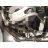 Originální padací rám BMW R1200GS Adventure 2006-2012, zvláště jeho spodní část není tak pevná, jak je občas potřeba. Proto Heed přichází s výztuhou spodní části, která vylepšuje ochranu motoru při pádu. Dodáváno ve stříbrné barvě s kompletním montážním materiálem. Na výběr z variant: typ 1 - ochrana spodní části válce typ 2 - ochrana spodní a horní části válce (+950 Kč)