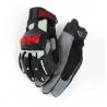 Rukavice GS Rallye, černo-červené. Sportovní lehké letní rukavice bez podšívky. Zapínání rukavice na suchý zip s logem GS. Na ukazováku pravé ruky bílý nápis BMW Motorrad. barva černá-šedá-červená kozí kůže kombinovaná s textilem, funkční s dotykovými displeji na prstech perforovaná kůže pro lepší větrání tvrdý plastový chránič na kloubech elastická manžeta