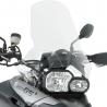 Vysoké cestovní plexi Givi/Kappa pro BMW F800GS, F650GS2008-2012. poskytuje vylepšenou ochranu proti větru. Při současném použití blasterů (ochrana rukou) se mohou dotýkat v krajní poloze plexi. Proti originálnímu plexi je o 22cm vyšší (F800GS) a o 26cm vyšší (F650GS) výška 44cm šířka: 46cm včetně montážního kitu