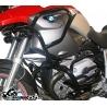 Zesílenýspodní + horní padací rám Heed pro BMW R1200GS 2004-2007. Účinná ochrana důležitých částí velmi pevné konstrukci, která je zesílená trubkou nad horní částí válce. Pevná konstrukce chránící motor i nádrž motocyklu. Nekompromisní ochrana při pádu. černá barva Možnost doplnittaškami do rámu.